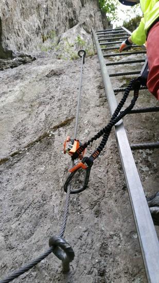 Skylotec Klettersteigset Rider 3.0 Anwendung im Stahlseil