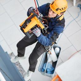 SKYLOTEC präsentiert auf der BAU 2019 neues Arbeitsgerät für Gebäudereiniger